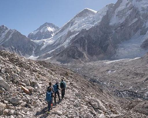 Mandy Moore group in Everest