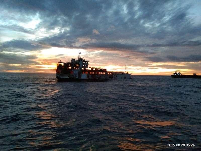 ship on fire Dapitan 3
